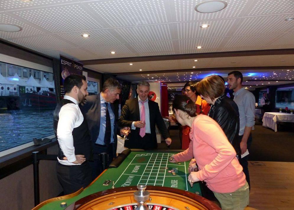 Une nouvelle croisière avec des tables de jeu à Paris